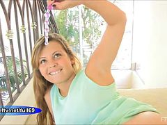 keisha-teen-amateur-babe-playing-with-her-ass-hole