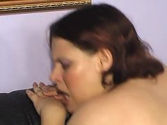 Woman gets fucked on the couch by a raw cock